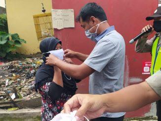 Pembagian Masker dari Pemdes dan Babinsa desa Karang