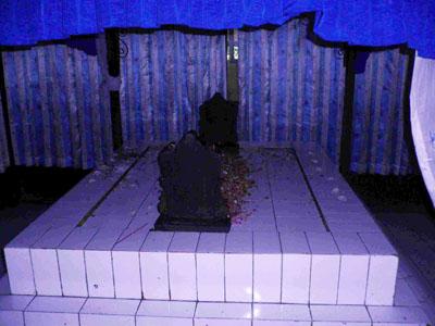 Makam Pangeran Samudra Dan Dewi Ontrowulan