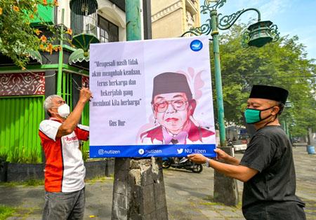 REPUBLIK AENG-AENG SOLO : Pamerkan Poster Ujaran Kebaikan Ala Gus Dur… Peringatan Haul Ke-11 Gus Dur Di Ngarsopuro…
