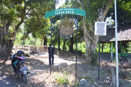 MISTERI SEPASANG TAPAK MANUSIA… Pemanggil Siluman Kera… Penunggu Situs Raja Mataram di Lereng Merapi…