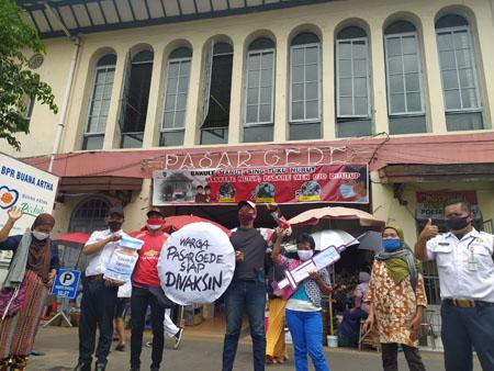 WARGA PASAR GEDHE SOLO SIAP DIVAKSIN : Republik Aeng-Aeng Solo Ingatkan Warga Patuh PPKM…