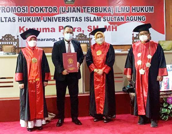 Pilih JUDUL Desertasi Paling ORISINAL Dari 465 lulusan Doktor Unissula…Pria Ini Lulus Ujian Dengan Predikat CUMLAUDE…
